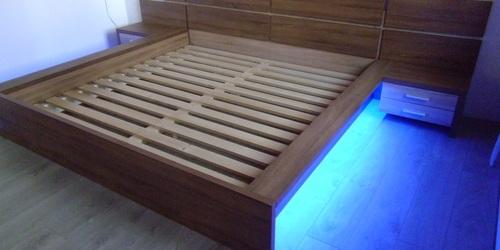 RGB led szalaggal szerelt ágy