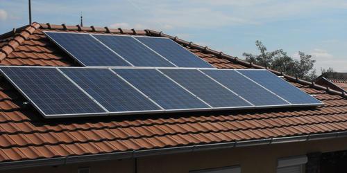 Családi ház napelem rendszer cserép tetőre