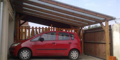 Kocsibeálló polikarbonát tetővel