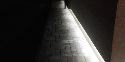 Járda világítás, lábazatba építve