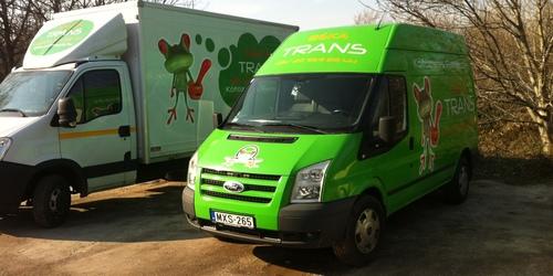 1 tonnás és a 500 kg emelőhátfalas  autóink