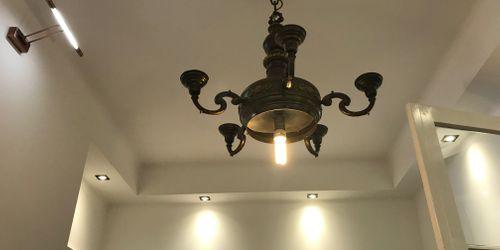 Ebben a hallban rengeteg új lámpa csatlakozás kialakitása volt a feladat. Az eredmény magáért beszél.