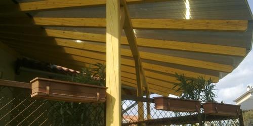 Ívelt fa teraszpolikarbonát tetővel