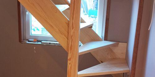 Fenyő lépcső