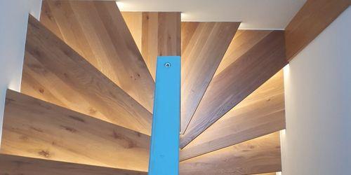 Húzott lépcső rejtett világítással