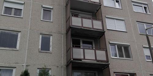 """""""U"""" alakú erkélyek gyártása, szerkezetrögzítése polikarbonáttal"""