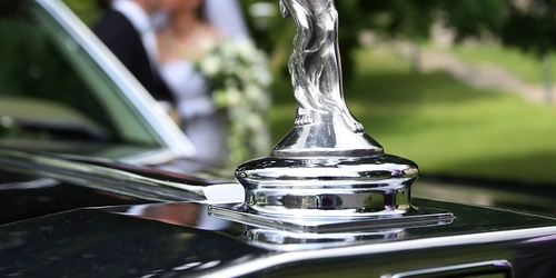 Esküvői autó mögött egyedül