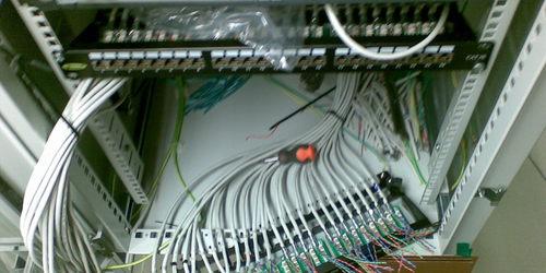 Hálózat építés, kábelezés RACK szekrény bekötés