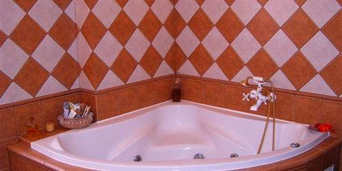 fürdőszoba burkolás, kádbeépítés, exkluzív befaragások élvédő helyett