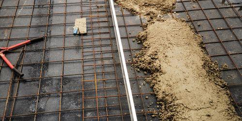 Terasz vasalása betonozasa