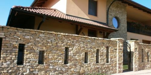 Flinstone kő kerítés