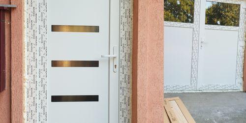 Nyílászárócsere - bejárati ajtó és tároló