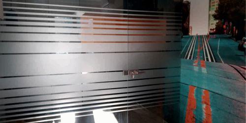 iroda, üvegfólia és poszter