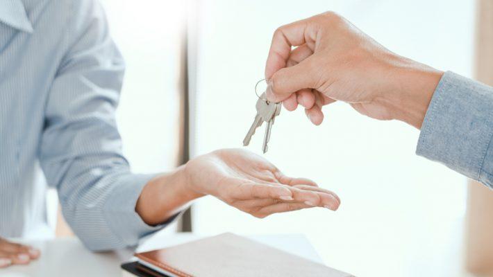 Kan een inwonend meerderjarig kind de huur van een (sociale) huurwoning na overlijden van een ouder voortzetten?