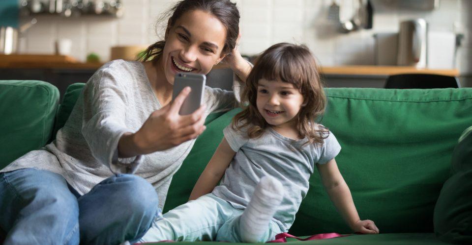 Vloggen met kinderen in beeld? Mogelijk privacy inbreuk door toekomstig risico van pestgedrag, ridiculisering of pedofilie!