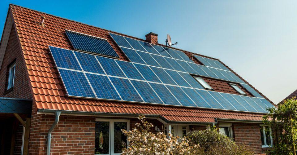 Zonnepanelen, servicekosten en nul-op-de-meter-woningen
