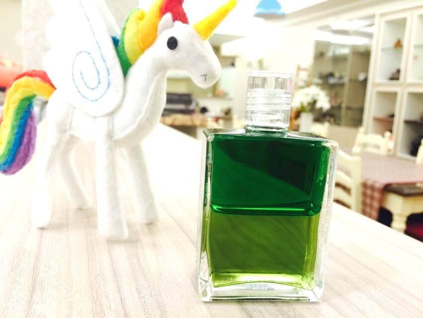 為什麼彩油會變色?不同瓶子的差別是什麼?靈性彩油50問(第二回)
