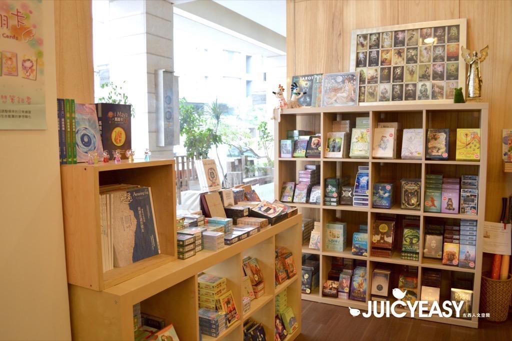 台北為何沒有這樣的豐富多樣的圖卡專賣店|塔羅,天使卡,OH卡,神諭卡最齊全