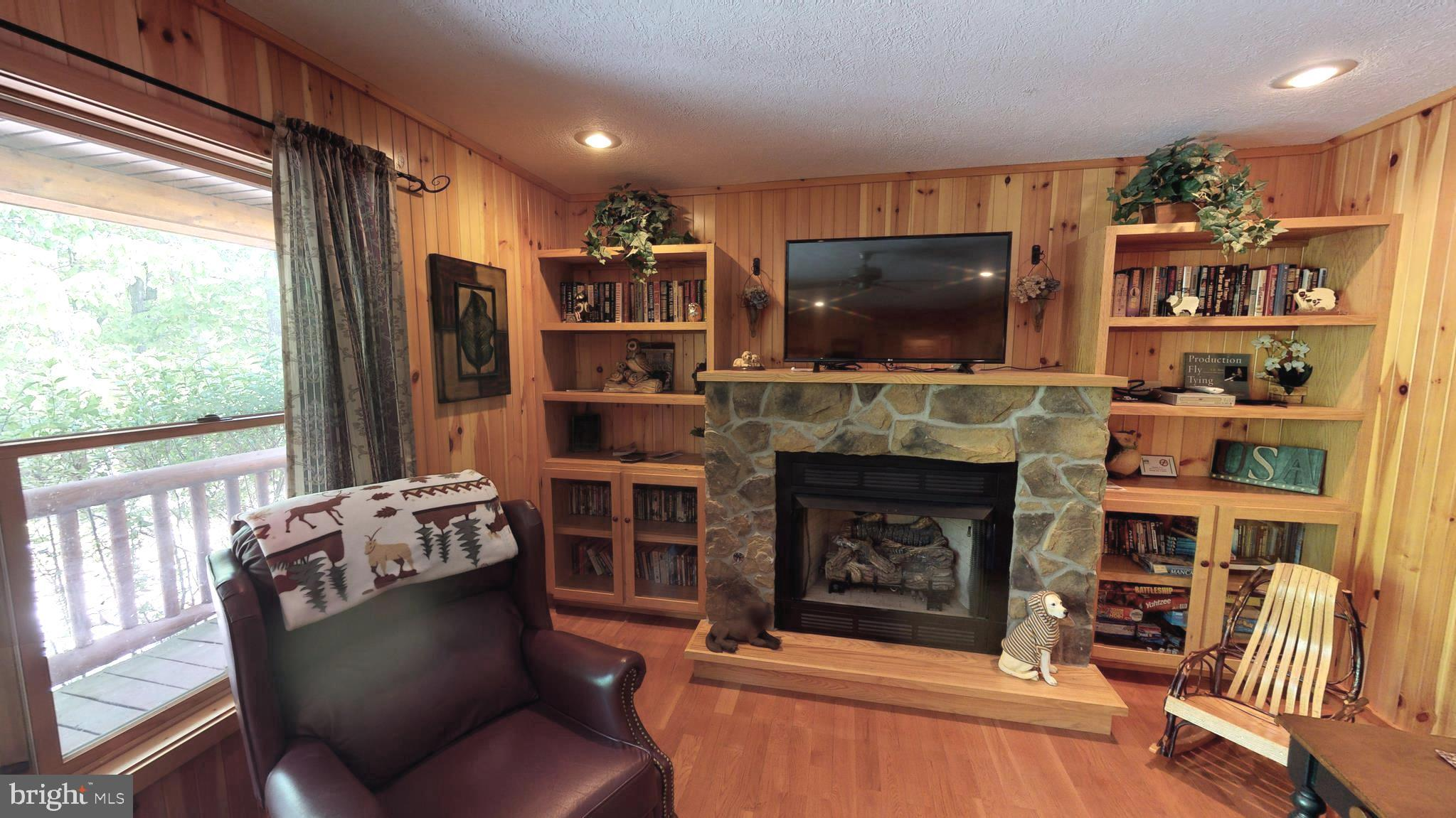 609 Forest Retreat Dr Upper Tract, WV
