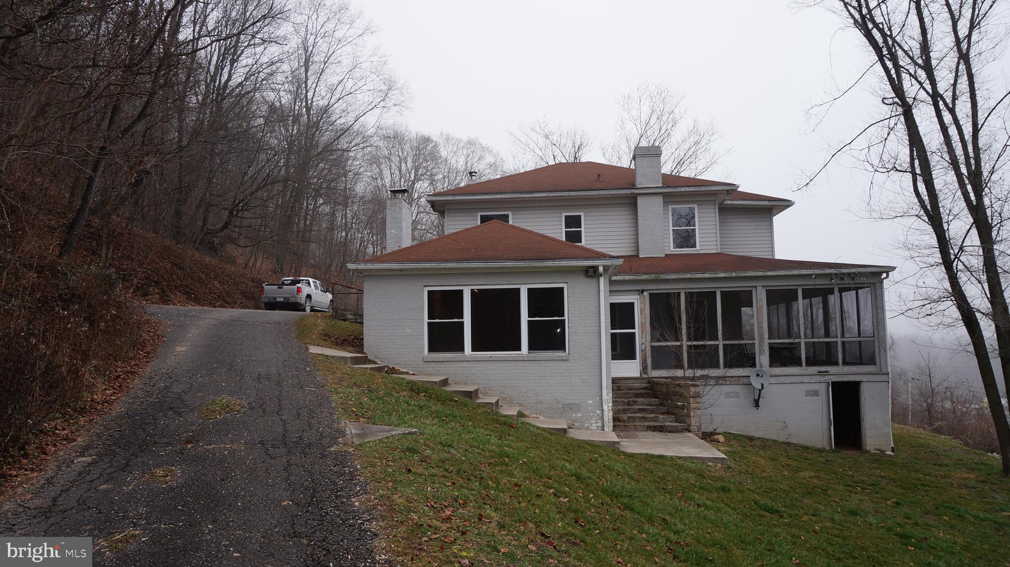 479 Wilkes St Berkeley Springs, WV