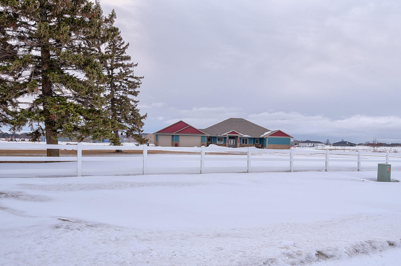 601 36th St Spirit Lake, IA
