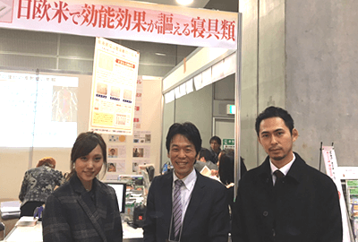 片平 健一郎(中央)、広報 吉中(左)、記者 中村(右)