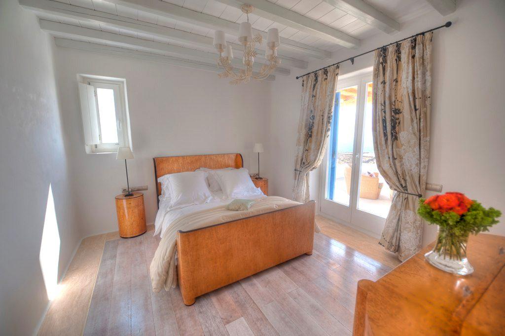 Pelikanos Main Villa Room