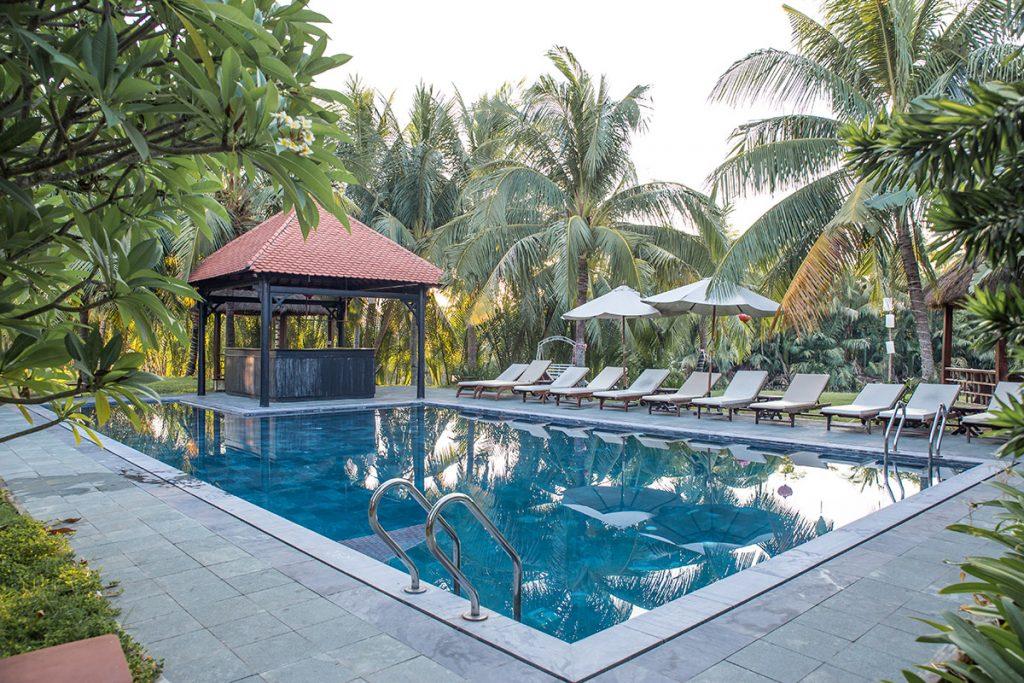 Pool Bar Cay Tre
