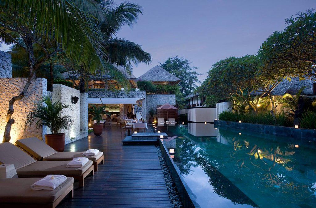 infinity crystal pool water of Luxury Jimbaran Bay Resort