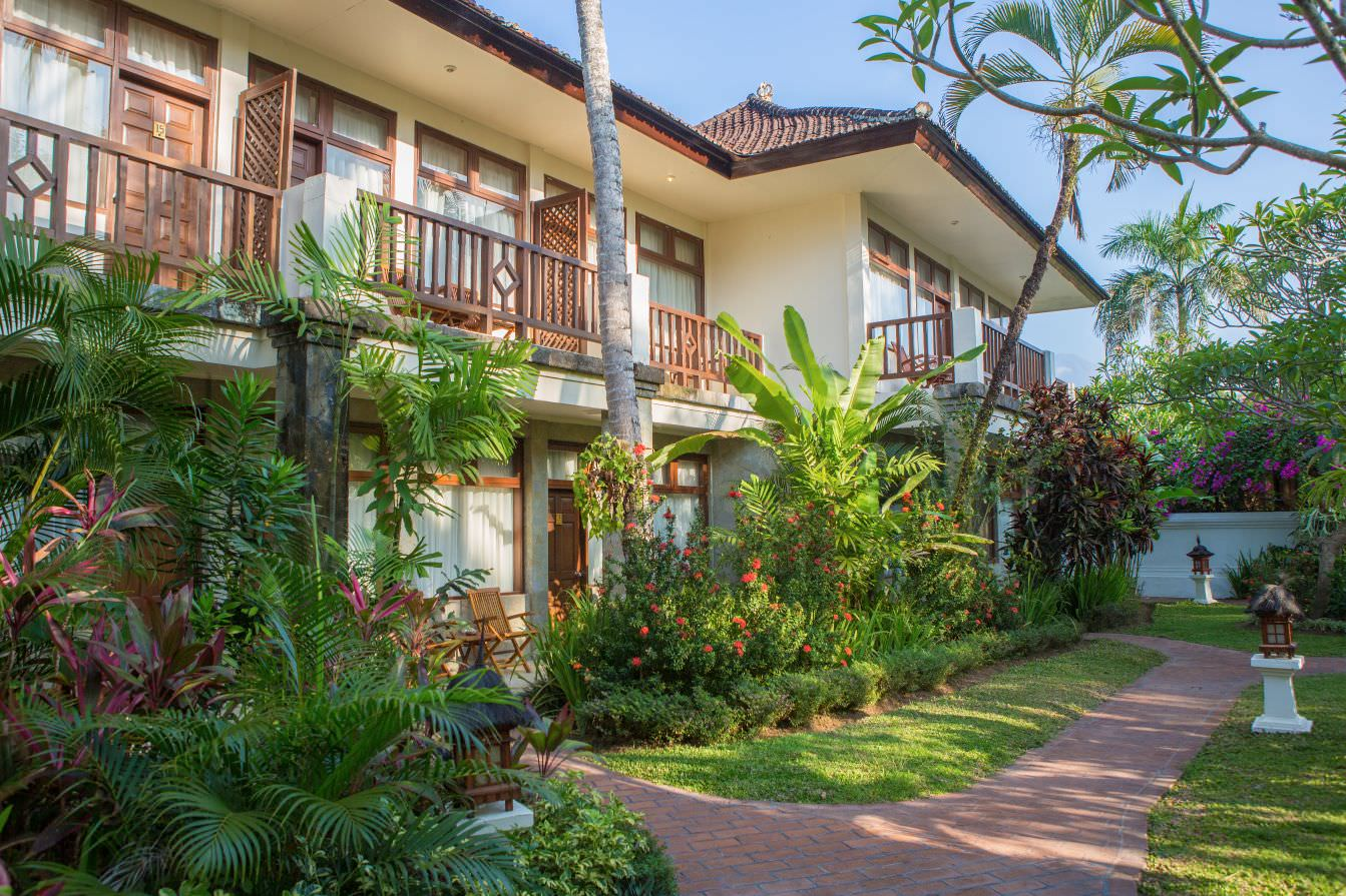green yard of luxury hotel Karma Royal Candidasa