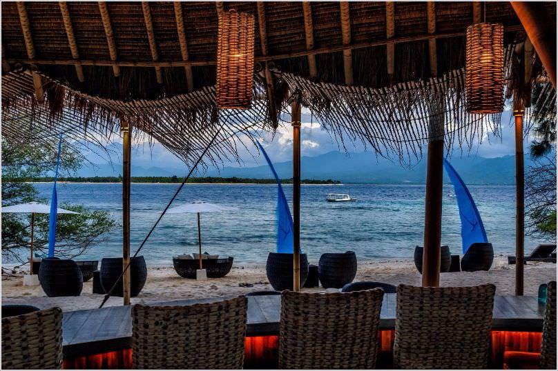 beach bar with ocean view at Best Resort in Lombok. karma reef
