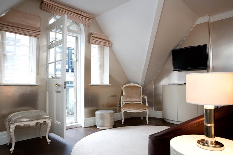 luxury hotel of karma sanctum soho Balcony Cream Living