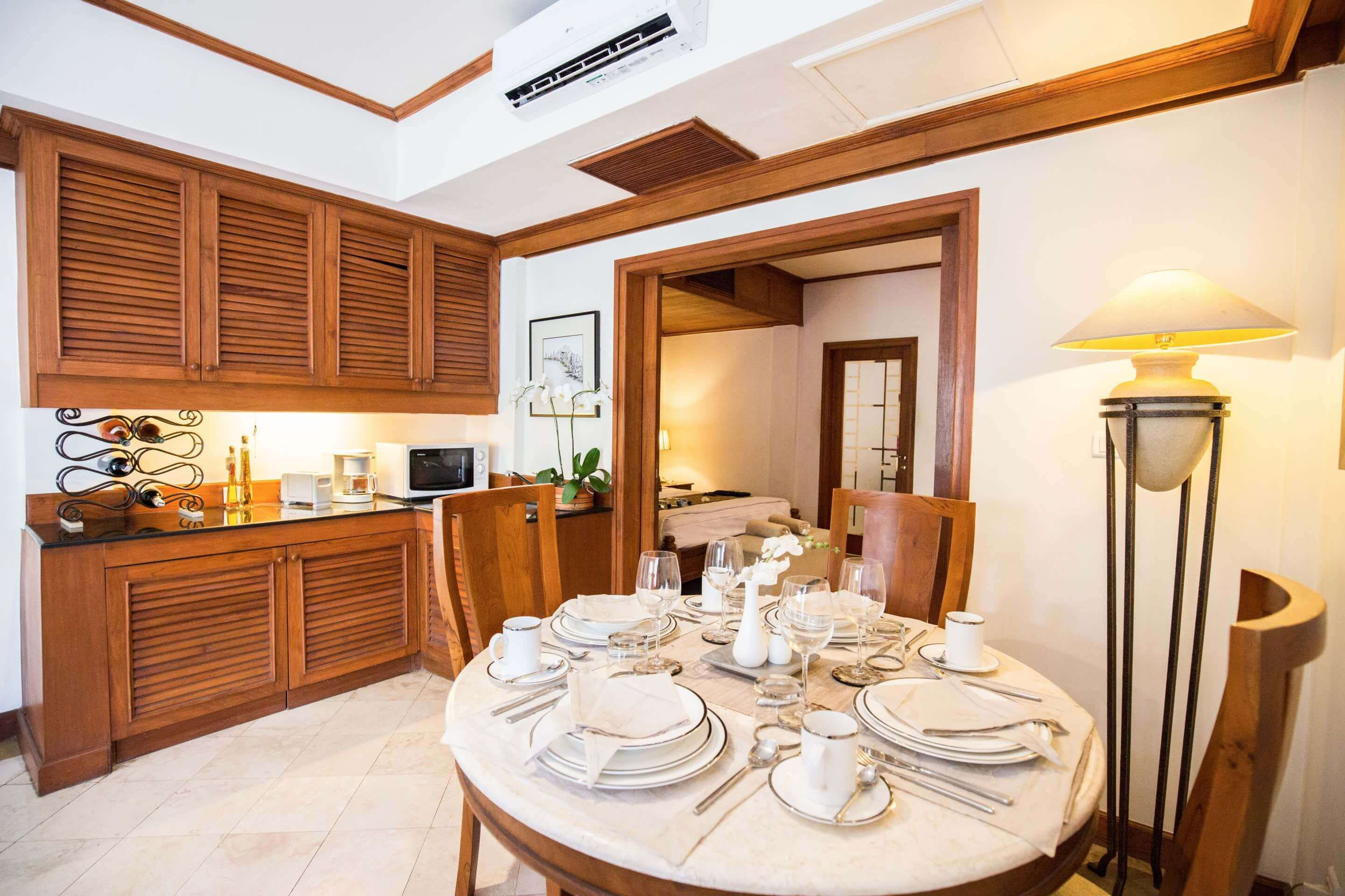 luxury hotel of karma royal jimbaran Apartment Dining Area