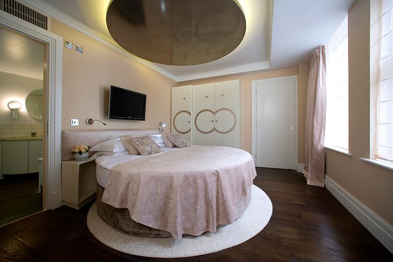 luxury hotel of karma sanctum soho Delux Suite Bed