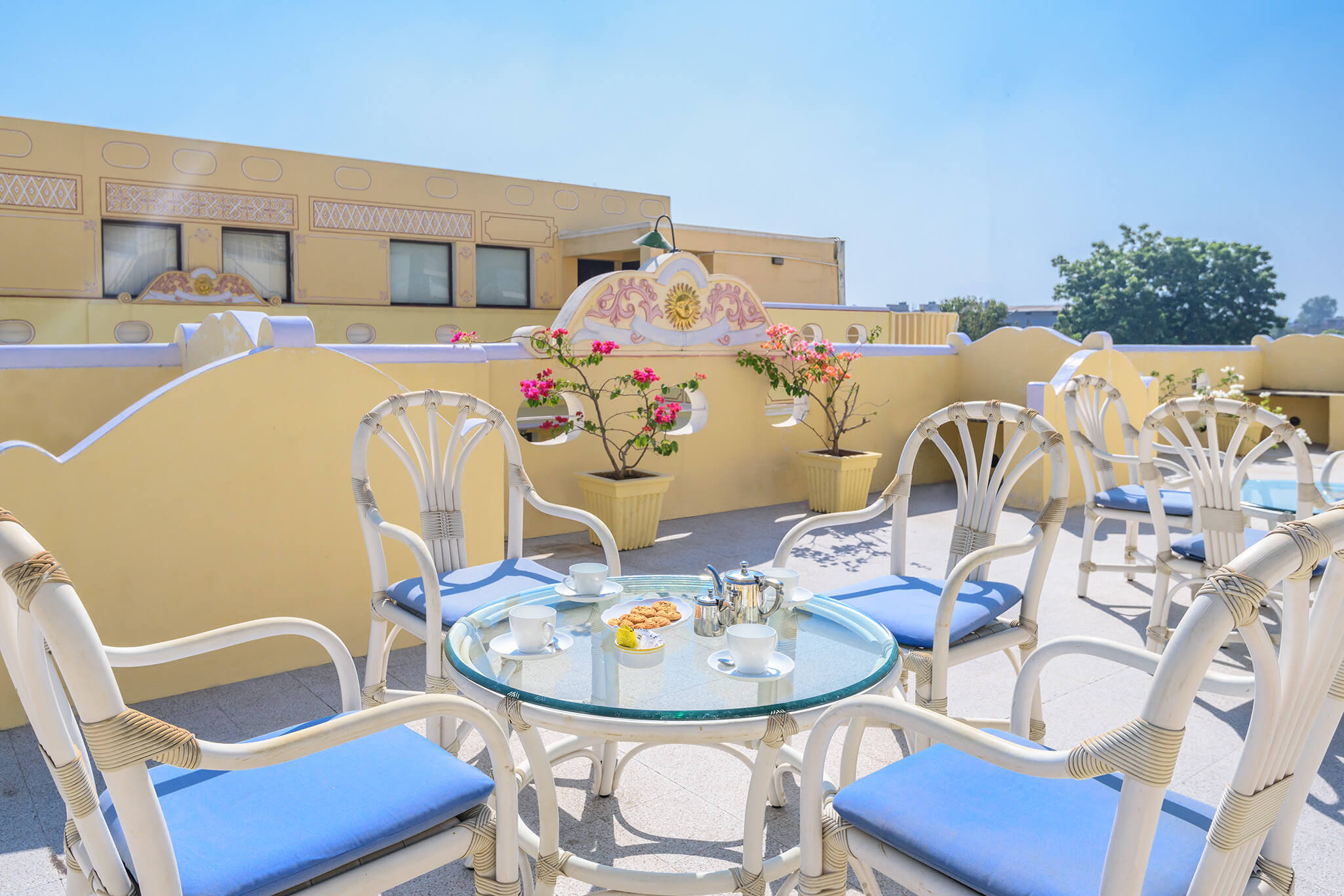 fell gorgeous in luxury hotel of Karma Haveli restaurant
