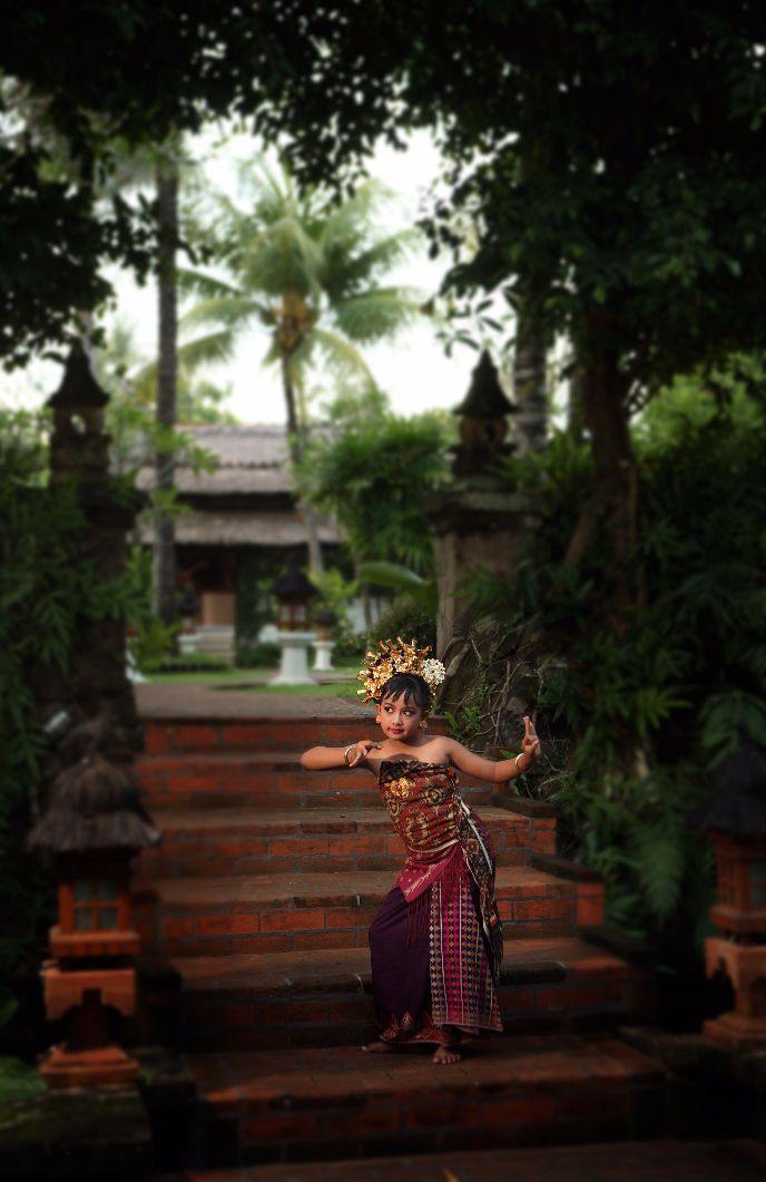 little cute girl dancing at Karma Royal Candidasa Entertainment