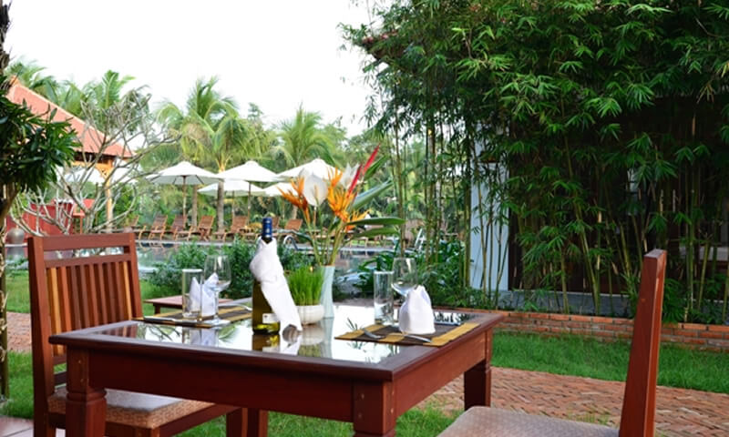 outdoor Hoi An restaurant