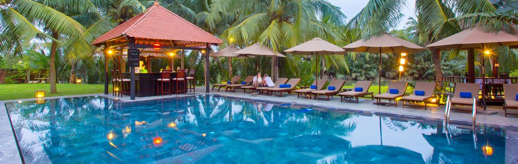 romantic pool bar of luxury hotel karma cay tre
