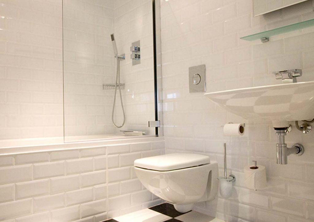 white elegant bathroom of luxury hotel karma sanctum on the green