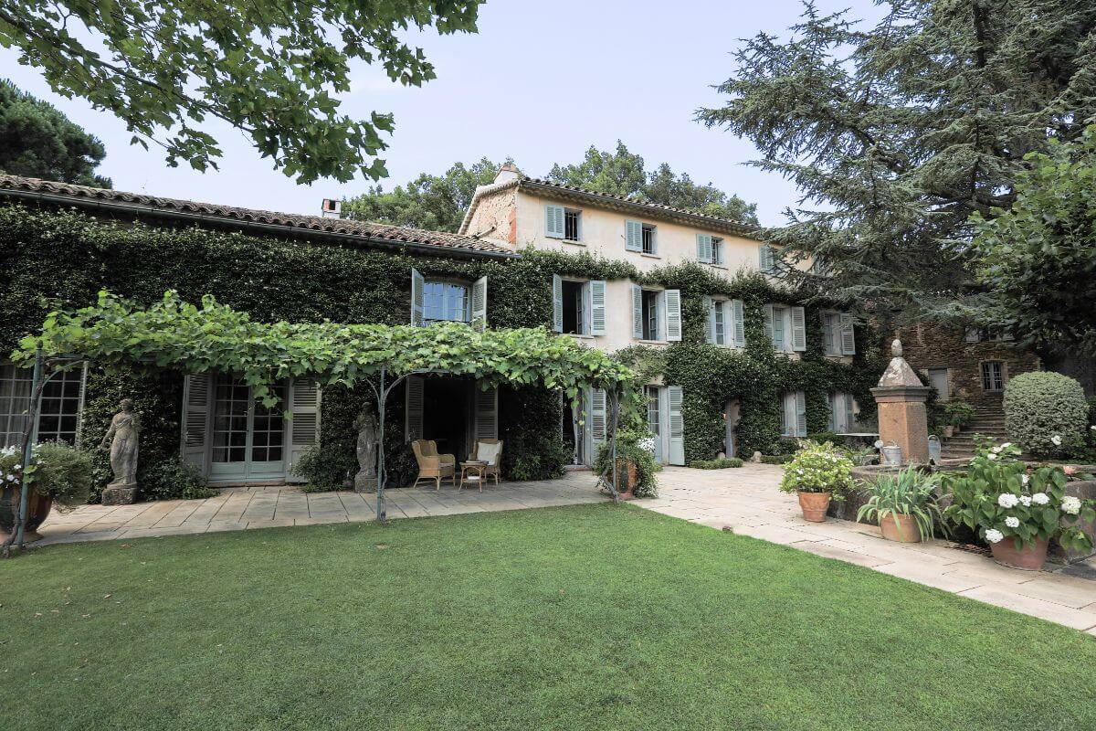 luxury green hotel of Le Preverger front view