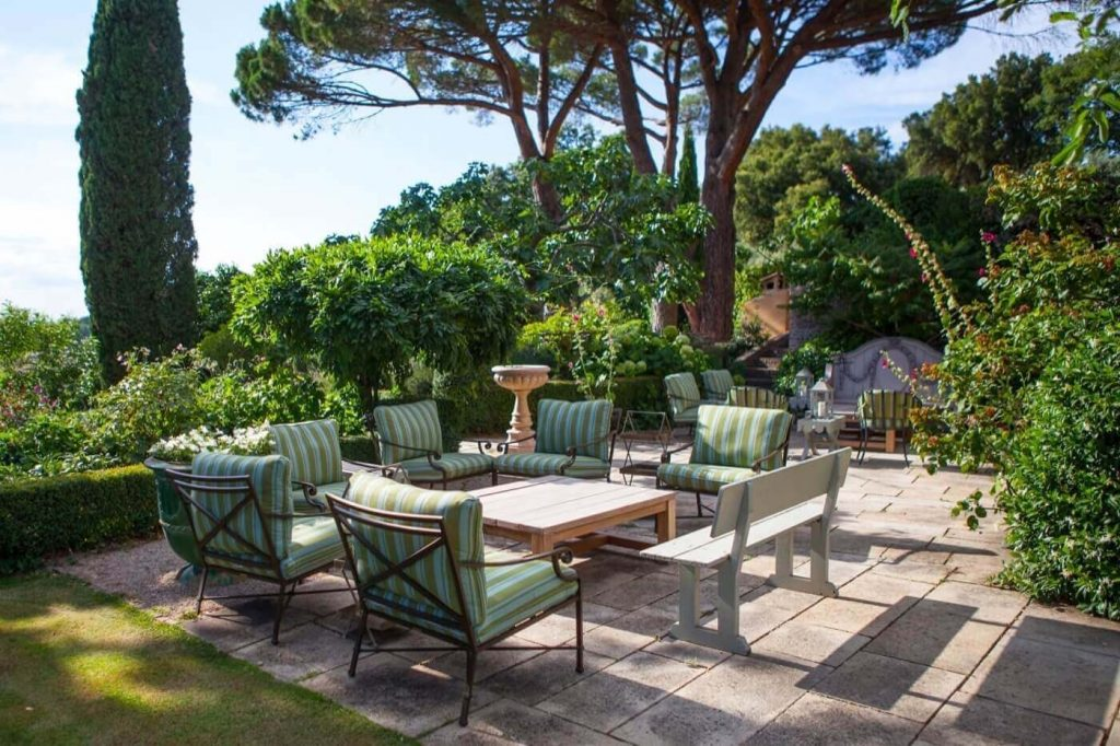 luxury garden with outdoor rest chair of Le Preverger