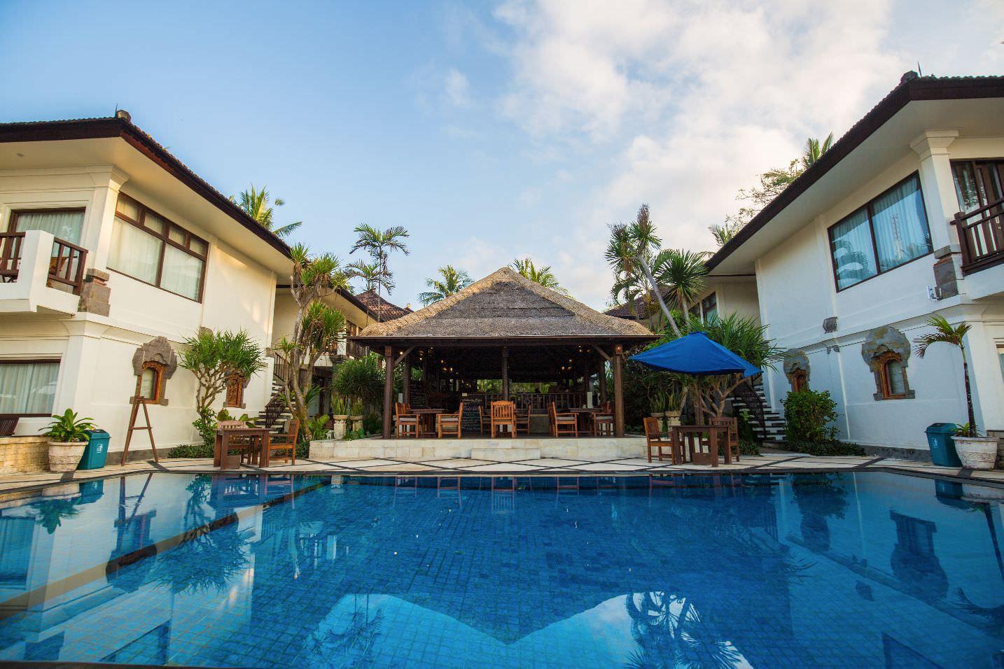 infinity pool of luxury hotel Karma Royal Candidasa Pool