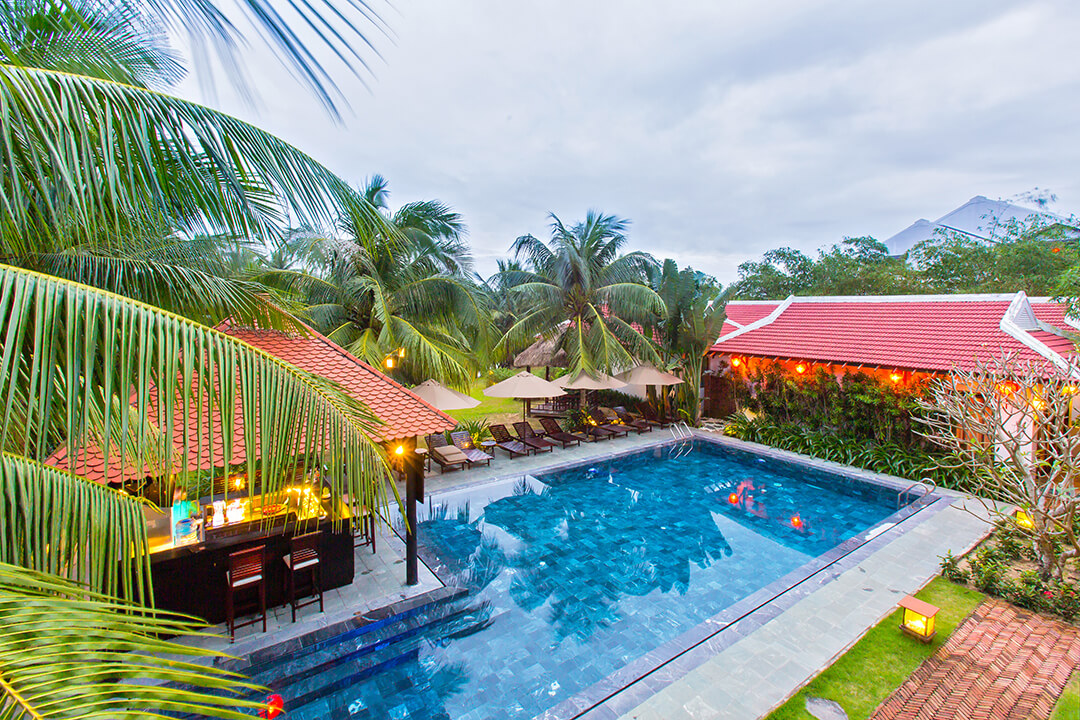 infinity pool of luxury hotel of Karma Cây Tre