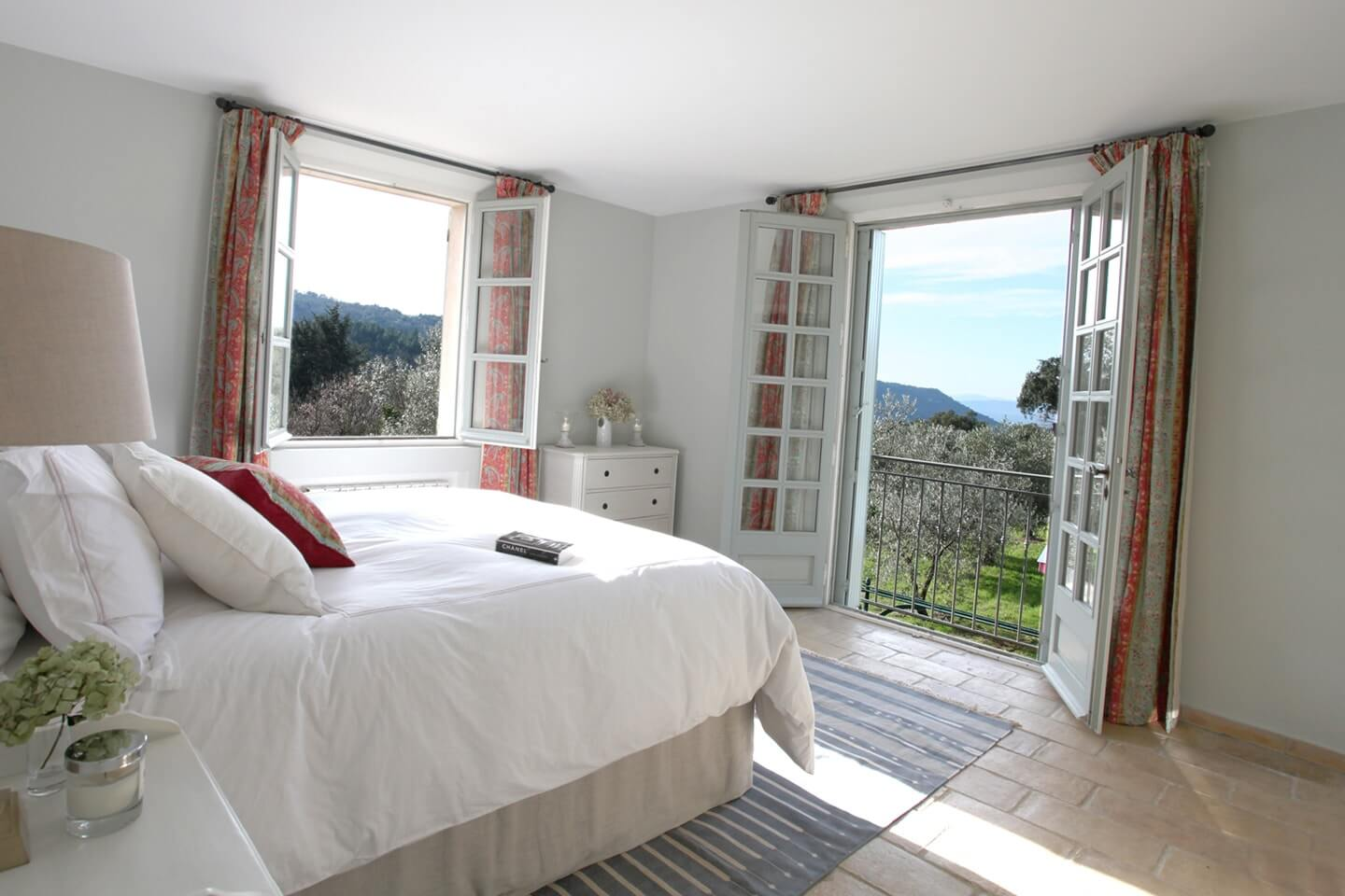luxury white bedroom with Le Preverger Mountain View
