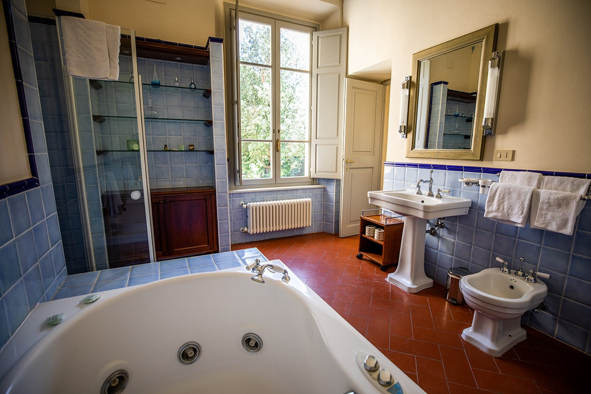 luxury resort of Karma Borgo Di Colleoli bathroom