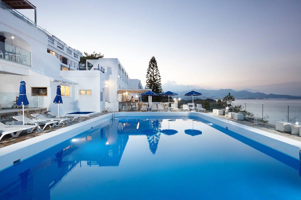 infinity pool luxury hotel karma minoan