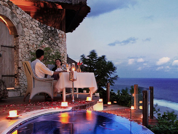 Experience an Unforgettable Romantic Spa & Dine On The Edge Of Paradise
