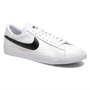 Nike_sneakers
