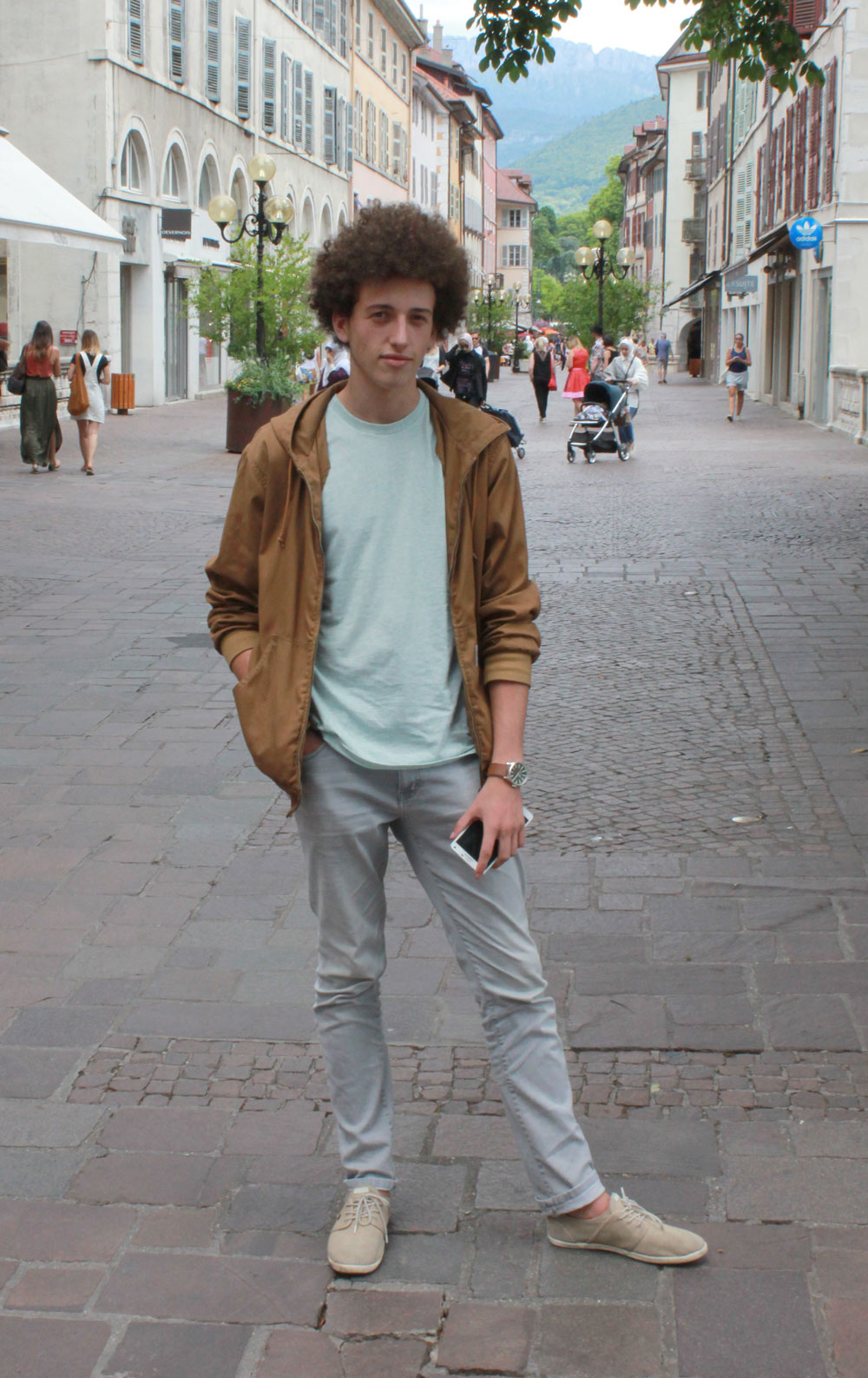 Homme afro couleurs pastel annecy france