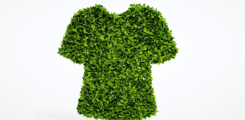 T-Shirt aus grünen Blättern repräsentiert nachhaltige Kleidung